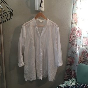 Beautiful crispy white blouse by Coldwster creek